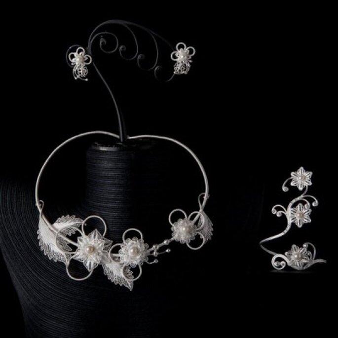 Quoi de plus raffinée qu'une parure de mariée florale et délicate ?