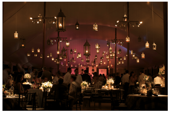 Decoración con faroles colgantes para bodas. Foto: Lynne Brubaker