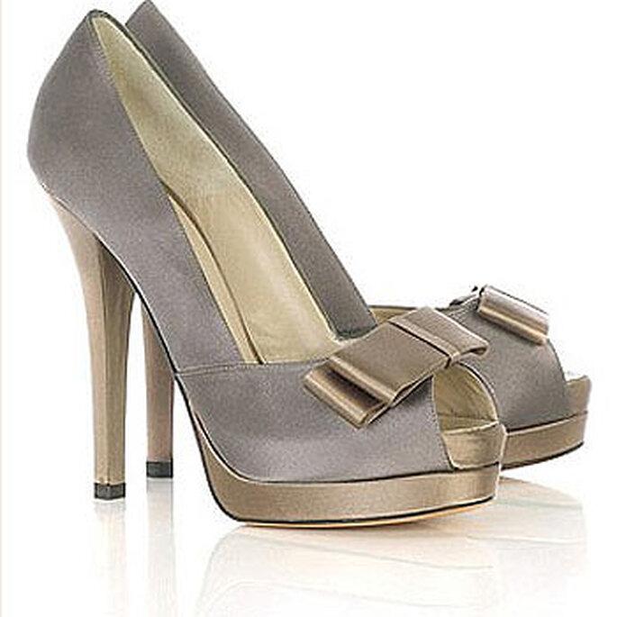 Zapatos Fendi para novias en color plomo y dorado.