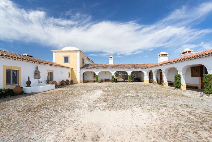 Exterior da Rosa Estates: The Farmhouse & Stables