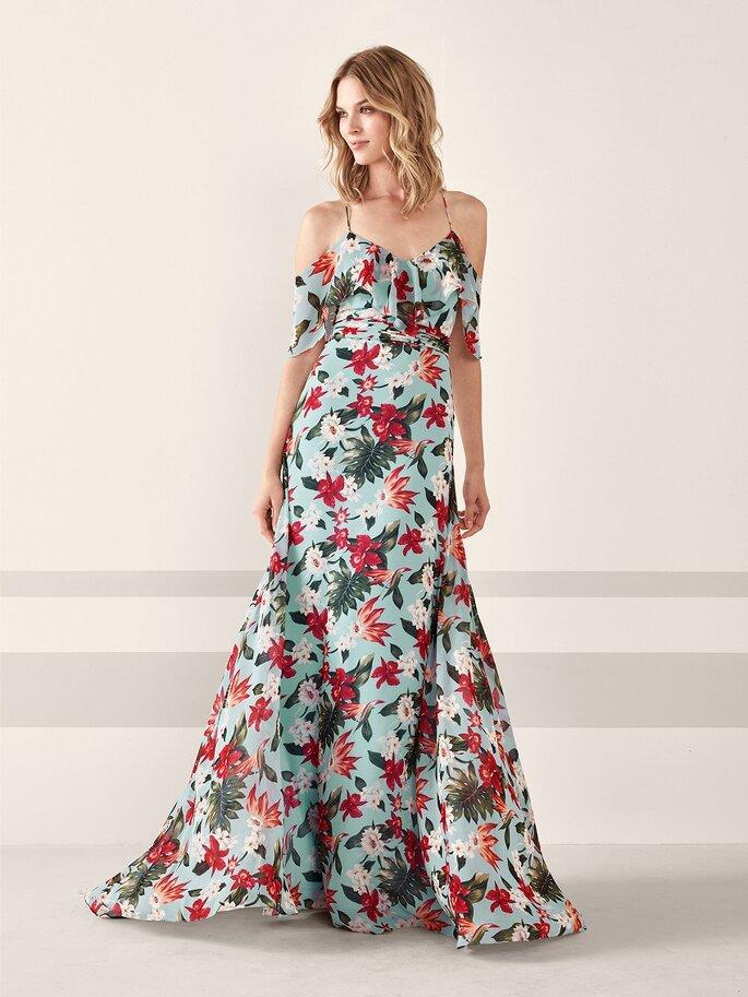 Vestido de fiesta floral con hombros caídos y falda amplia
