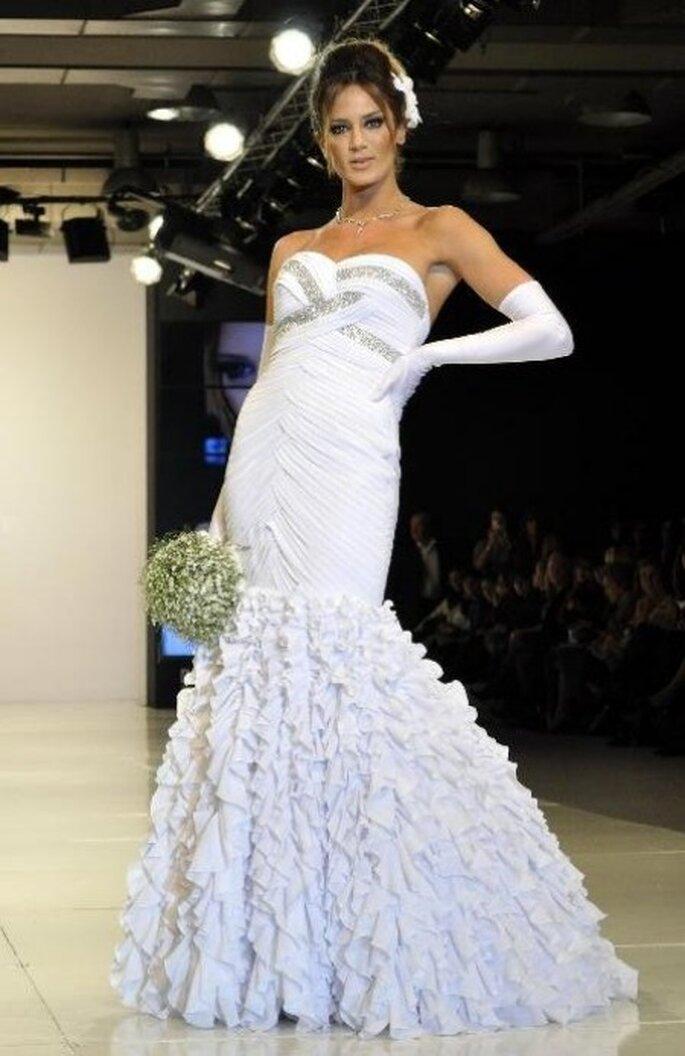 Chaves con vestido de novia de Claudio Cosano