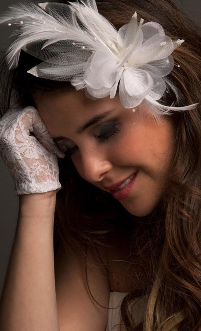 """Flor de adorno para pelo de """"Lucky Love Novias."""