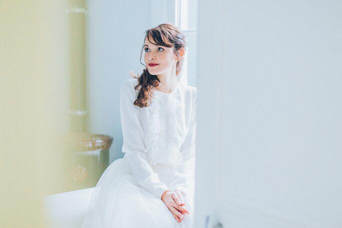 vestido com manga comprida e franjas