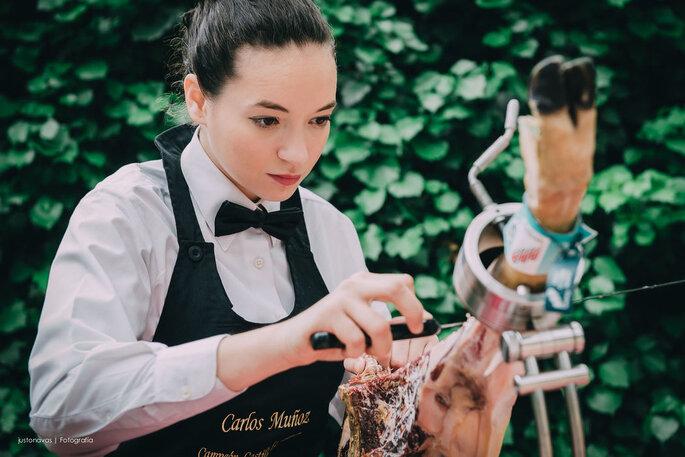 Raquel Acosta. Cortadora de jamón