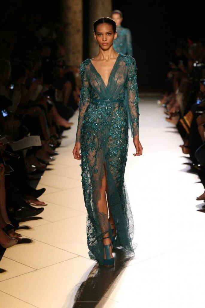 Vestido elegante con pedrería en tono teal - Foto Elie Saab 2013