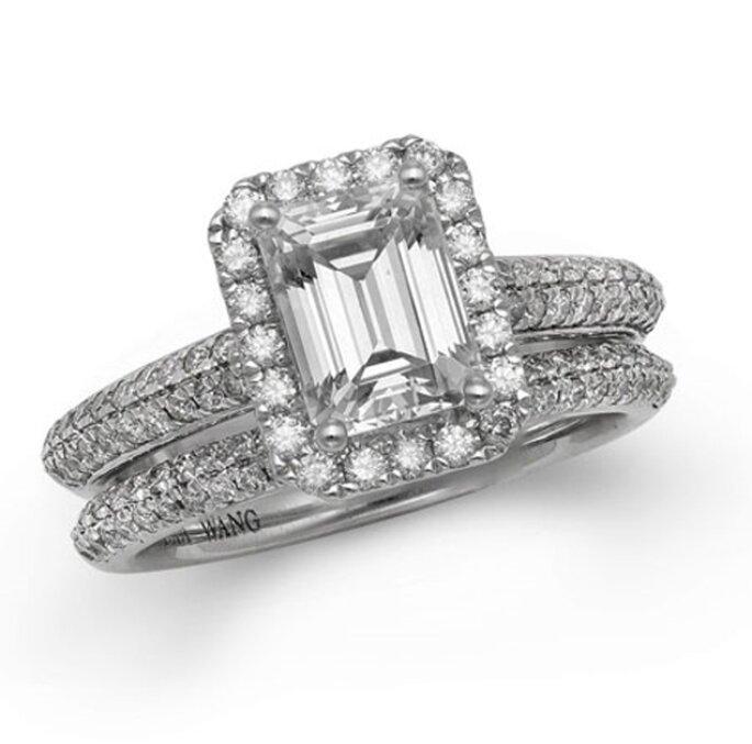 Anillo de compromiso de doble argolla con un diamante cuadrado - Foto Vera Wang LOVE