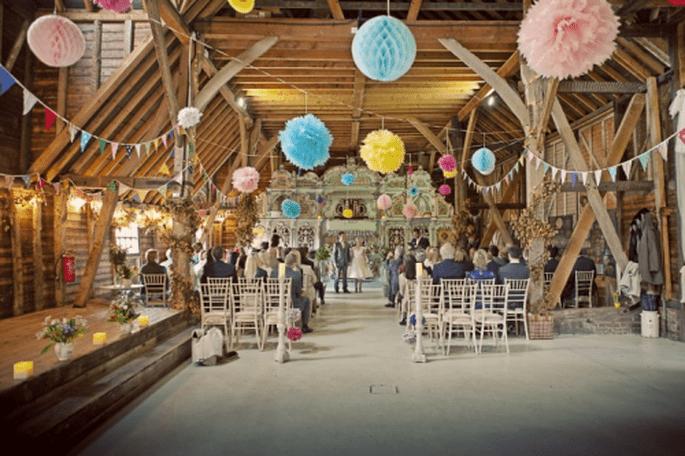 Décoration de mariage rustique et pastel pour des photos vintage - Photo Cotton Candy Weddings