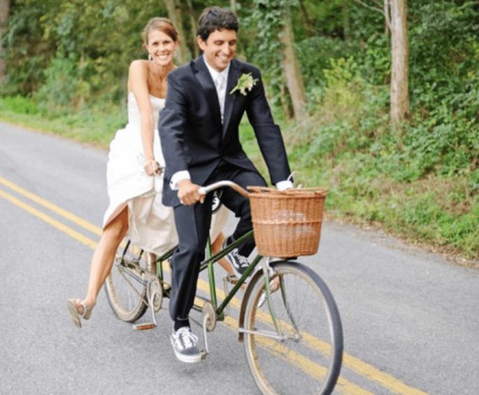 Decoración de una boda con bicicletas - Foto Kate Headley