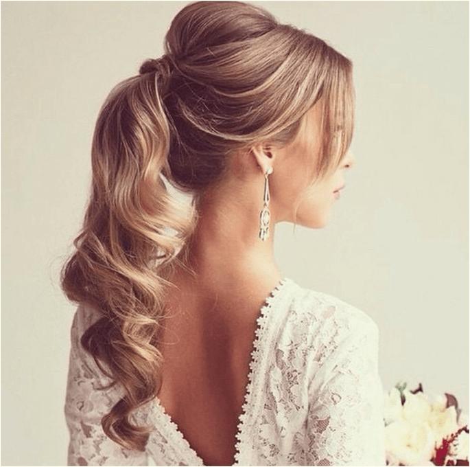 Penteados e maquilhagem de noiva para um casamento clássico
