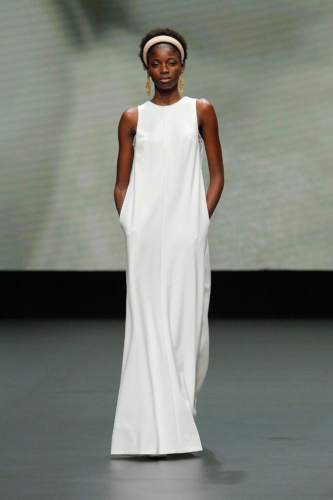 Colección Vestido de Novias 2021 Jesús Peiró vestido de novias amplio con bolsillos y cuello redondo