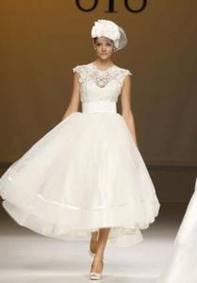 Novia D'Art 2010 - Vestido largo en encaje y tul, corte princesa, cuello redondo