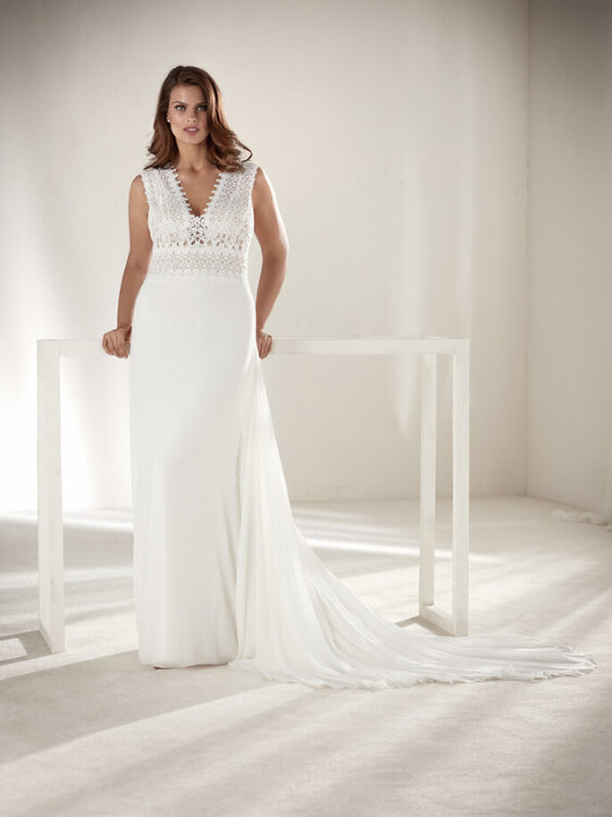 Vestido de noiva simples e elegante plus size