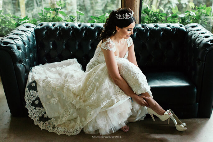 Vestido e sapato da noiva: Atelier Carol Hungria - Foto: Paulo Cezar Jr. Fotografia