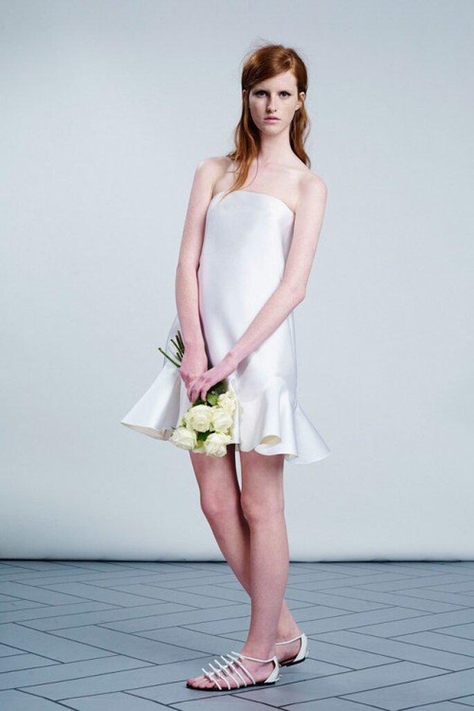 Vestido de novia corto con falda ondulada - Foto Viktor & Rolf