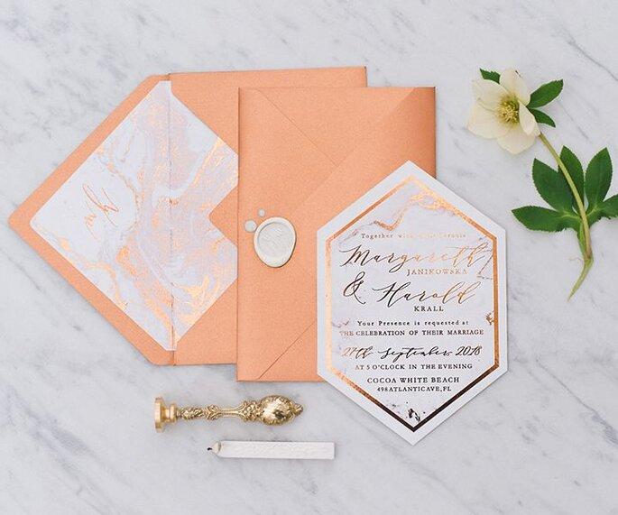 Envelope e convite de casamento marble