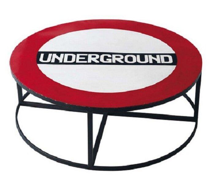 Tavolino dedicato alla London Underground, la metropolitana londinese. Foto: maisondumonde.com