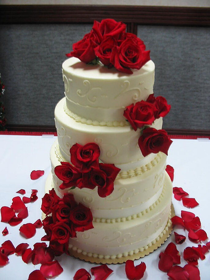 Red and white wedding cake by Tracy Hunter