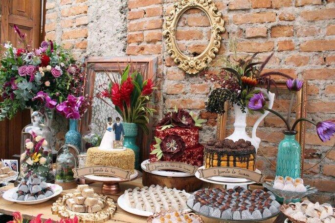 Linda mesa de casamento em estilo vintage