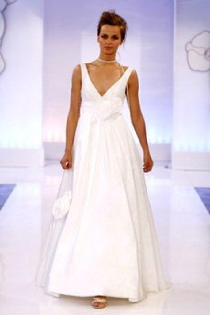 Cymbeline 2010 - Davos, vestido largo de talle alto con lazo, escote en V