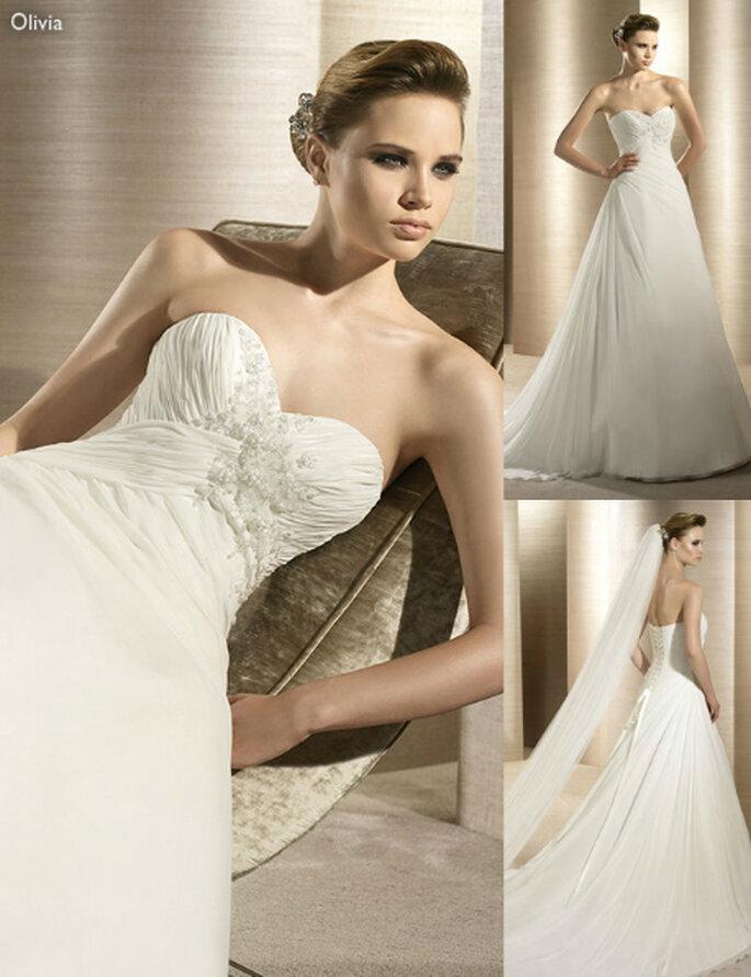 Vestido de novia con pliegues y falda lisa - Foto: Atelier Vertical