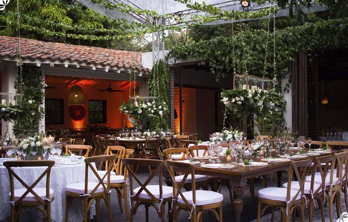 Mesas decoradas para boda al aire libre