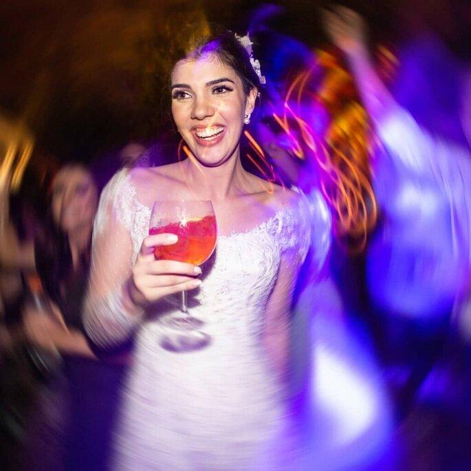 Noiva aproveita a festa no Casa Di Cascia