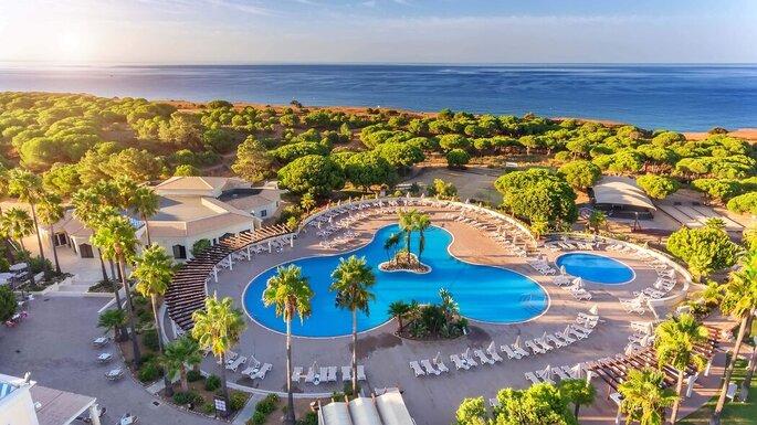 Vista do AP Adriana Beach Resort