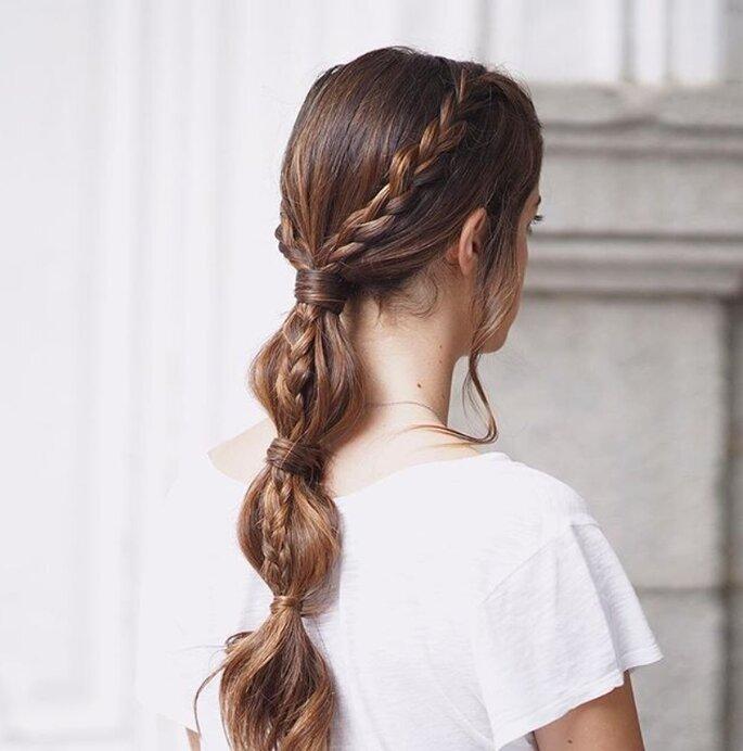 Une coiffure pour vos invitées avec une queue de cheval revisitée et des tresses