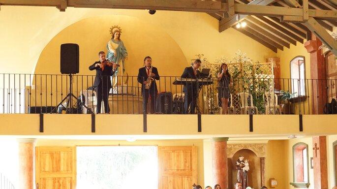 Angélica Valencia - Coro para Bodas Músicos en boda