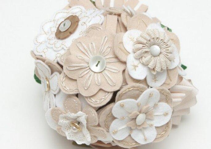 Variedad de flores vintage en tela, B de Blanca