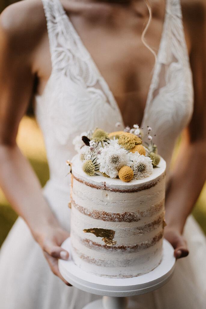 Hochzeitstorte Gartenhochzeit Naked Cake weiß und gelb