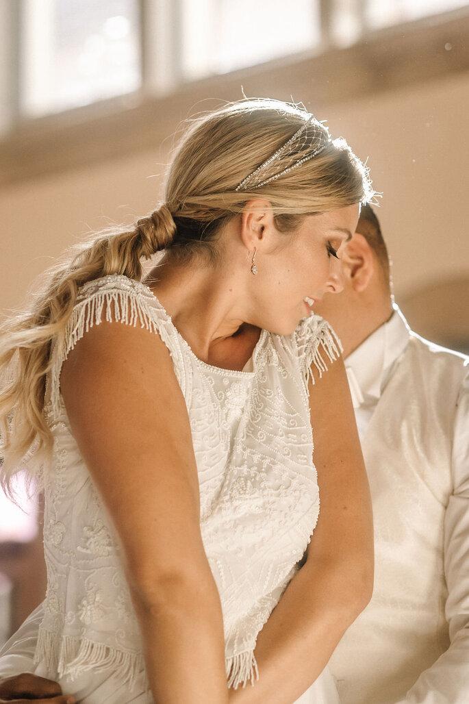 Pool Love Inspirationsshooting im Oderberger Stadtbad Brautpaar tanzend