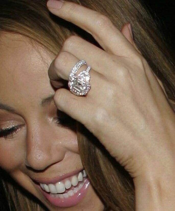 La bague de fiançailles de Mariah Carey : 17 carats, 1 émeraude et ...