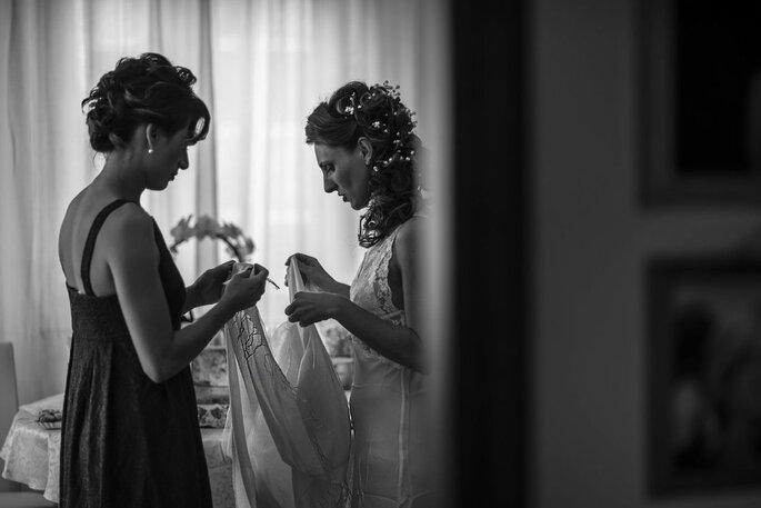 Foto Aiello - preparativi della sposa in bianco e nero