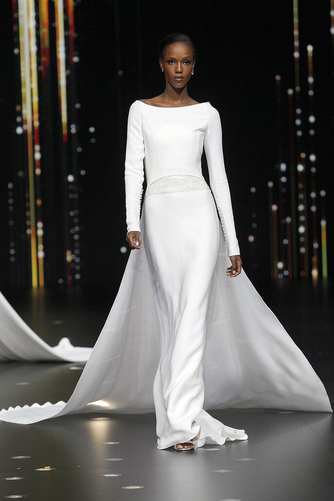 Robe de mariée moulante avec des manches longues