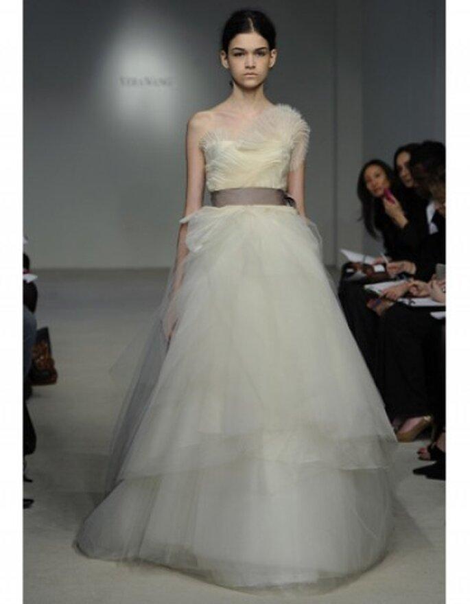 De encaje y tul blanco romántico una línea de vestido de novia con cinturón