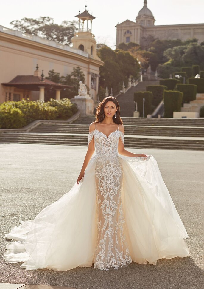 Pronovias Premiere 2021 Vestido de novia princesa de tirantes con manguitos en tul bordado