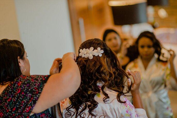 Acessório de cabelo da noiva: Corina Seiferle Atelier - Fotografia: Fernanda Suhett