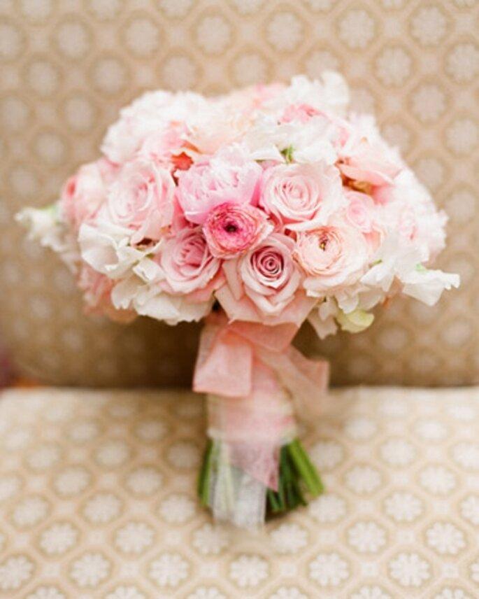 Ramo de novias en colores al pastel de moda en 2013 - Foto Martha Stewart Weddings
