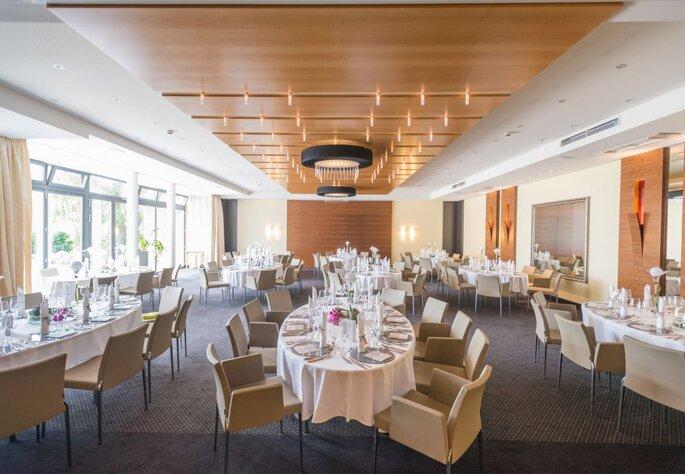 Moderne Hochzeitsfeier im eleganten Ambiente von Hotel Heinz.