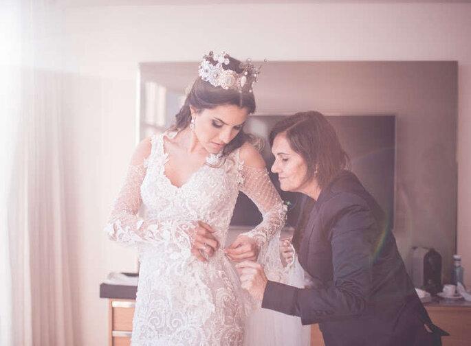 Ana Gavinho dando suporte à noiva.