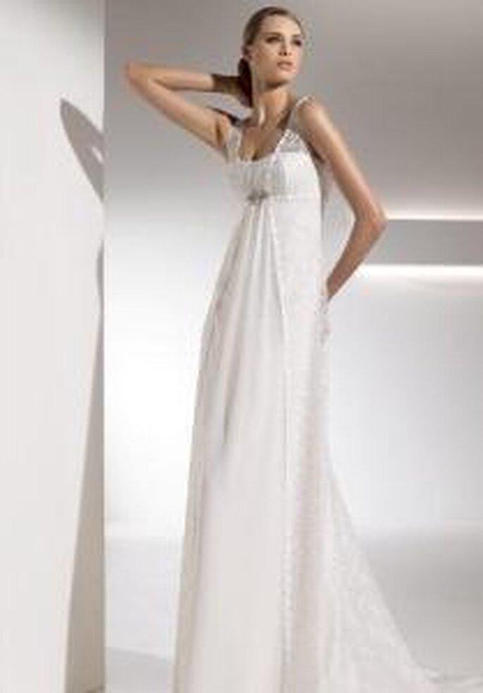 Pronovias 2010 - Gabela, vestido largo corte imperio, en seda con encaje por encima del vestido