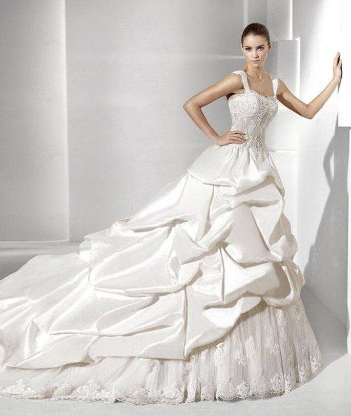 Vestido corte princesa con volados y tul en la falda. La Sposa 2012