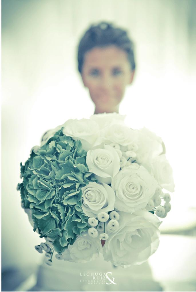 Ramos de novia grandes,verdes y super originales. Fotografía Lechuga y Ruiz
