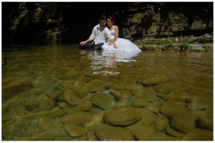 Foto session Trash The Dress by Emmanuel Aquino