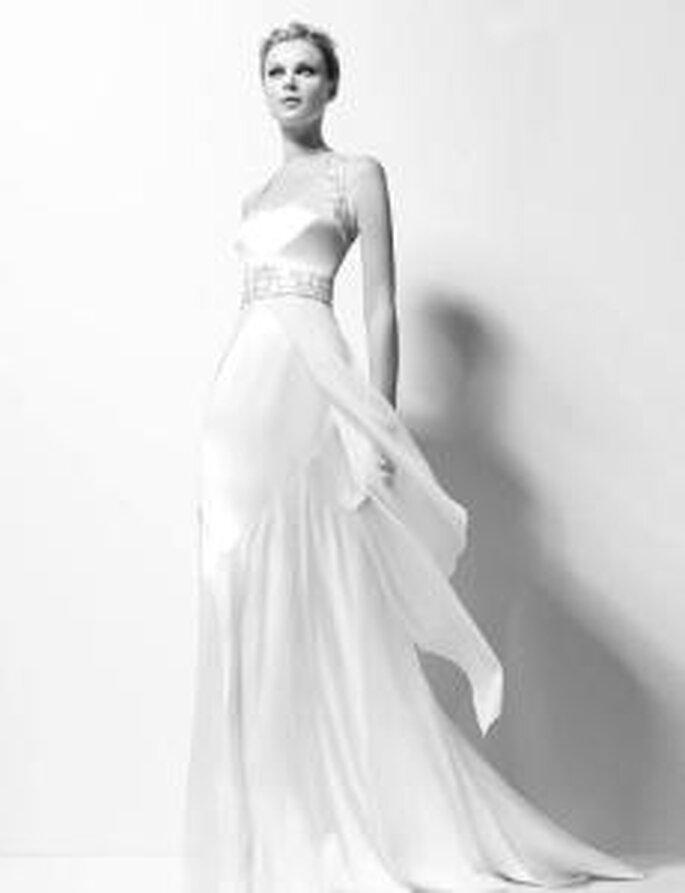 Karl Lagerfeld 2010 - Xyla, vestido en crep de seda con bordado de pedrería