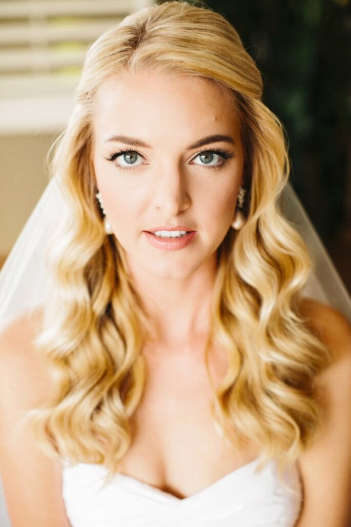 Real Wedding: Una boda romántica con lindos detalles de moños - Foto Josh Elliott