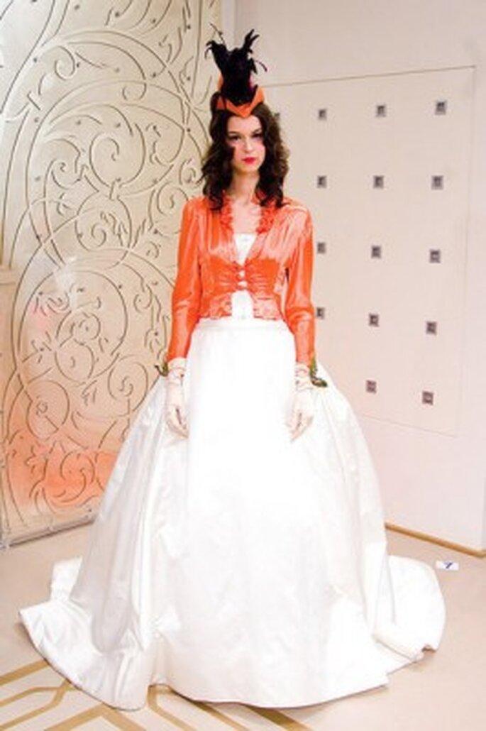 Vestido de novia con toque naranja