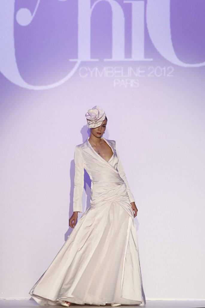 Robe de mariée à manche longue et col en V